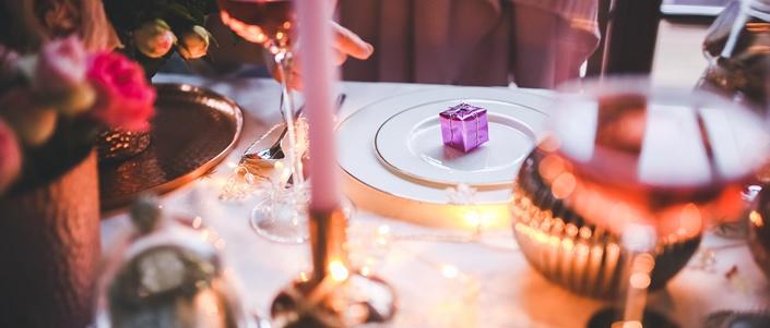 how-to-plan-a-DIY-romantic-dinner.jpg